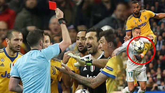 Pernah Bertindak Lebih Parah dari Buffon, Kiper Ini Justru Tak Diusir Michael Oliver