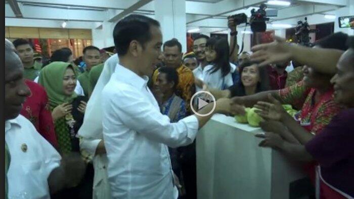 Ke Pasar Mama Mama, Jokowi Belanja Sayur dan Madu