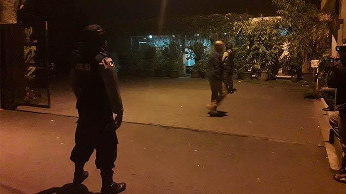 Kamis Malam, Rumah Pribadi dan Kantor Bupati Bandung Barat di Geledah KPK