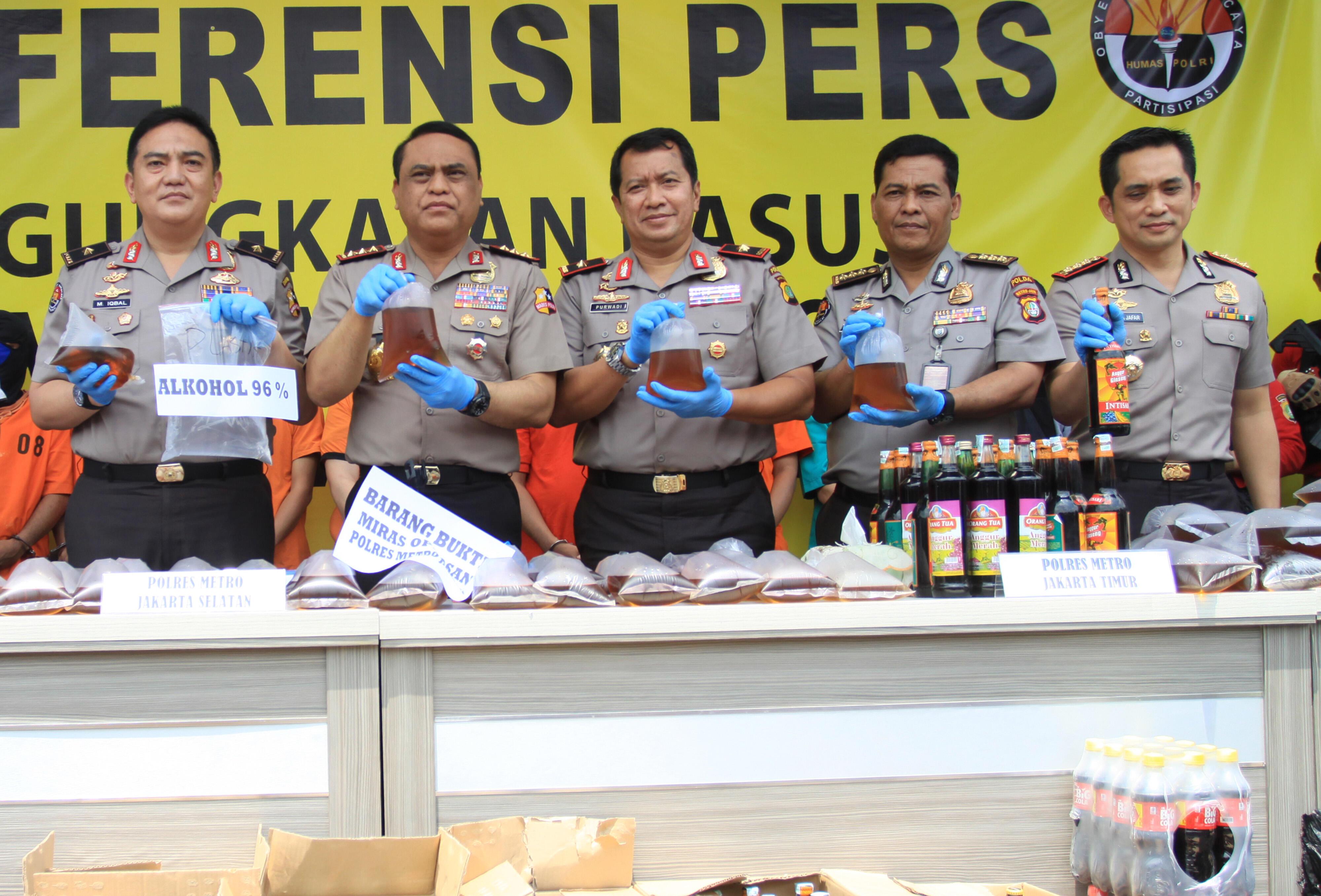 Polisi Telusuri Keterkaitan Kasus Miras Oplosan Bekasi-Jakarta-Depok