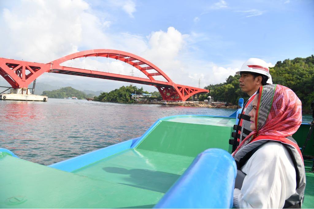 Tinjau Jembatan Holtekamp, Presiden Pastikan Mampu Tumbuhkan Titik Perekonomian Baru