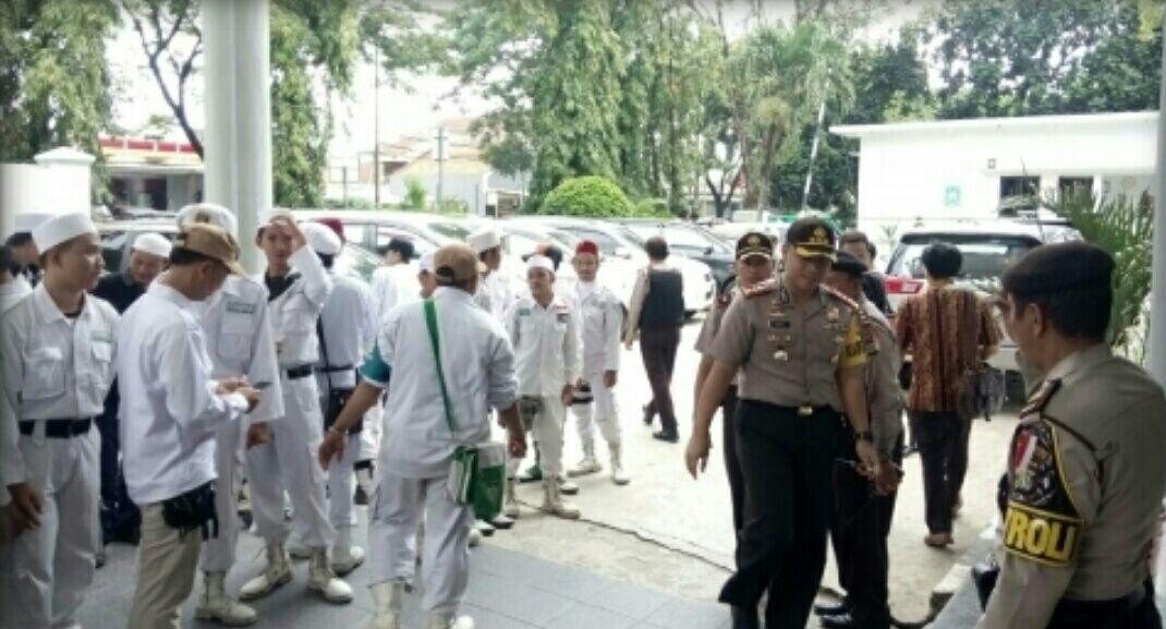 Sidang Penghinaan Nabi Muhammad di Tangerang Dikepung FPI