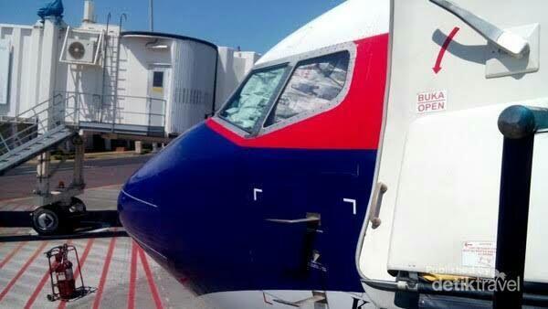 Takut Karena Baru Pertama Naik Pesawat? Tenang, Cuman Kayak Naik Angkot Kok