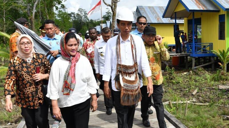Video: Asyiknya Iriana Jokowi Menari Bersama Anak-anak Suku Asmat