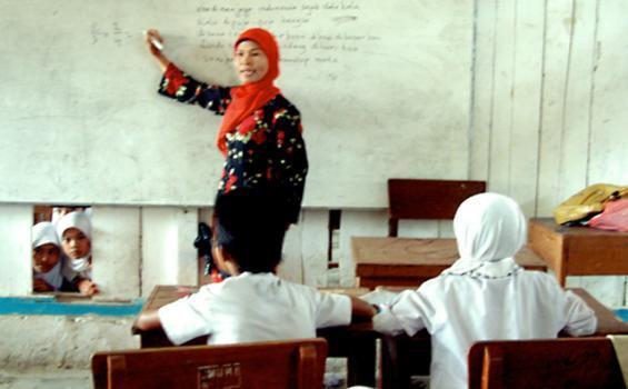 Jam Mengajar Padat, Guru Honorer di Kerinci Ingin Bergaji Lebih dari Rp 1 Juta