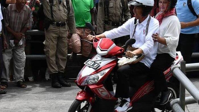 Ini Banderol Motor Listrik yang Ditunggangi Jokowi di Asmat, Murah Bro!