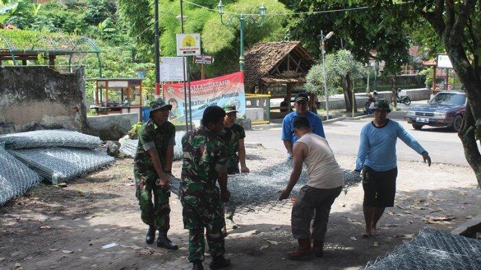 Satgas TMMD 101 Kodim Yogyakarta Bersihkan Bekas Tempat Prostitusi Sanggrahan