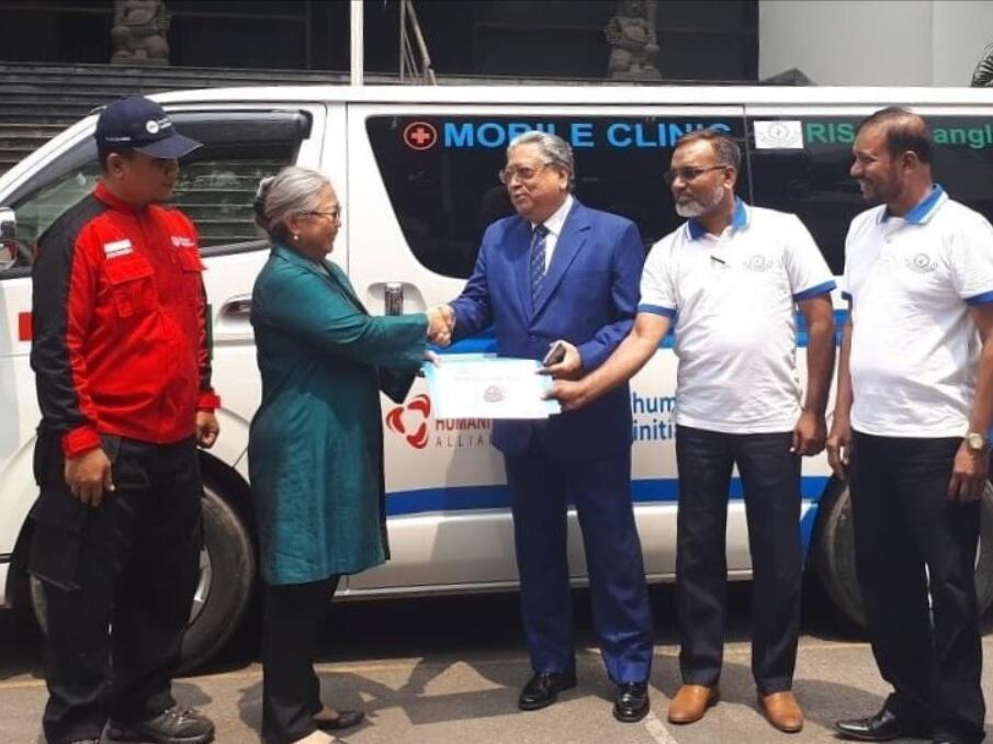 Indonesia Serahkan Bantuan Mobile Clinic untuk Pengungsi Rohingya ke Bangladesh