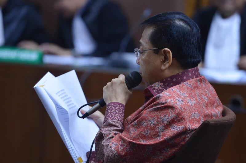 Setya Novanto Menangis Saat Bacakan Nota Pembelaan di Ruang Sidang