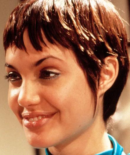 Potret Angelina Jolie Dari Masa ke Masa (Mudanya Cantik Maksimal)