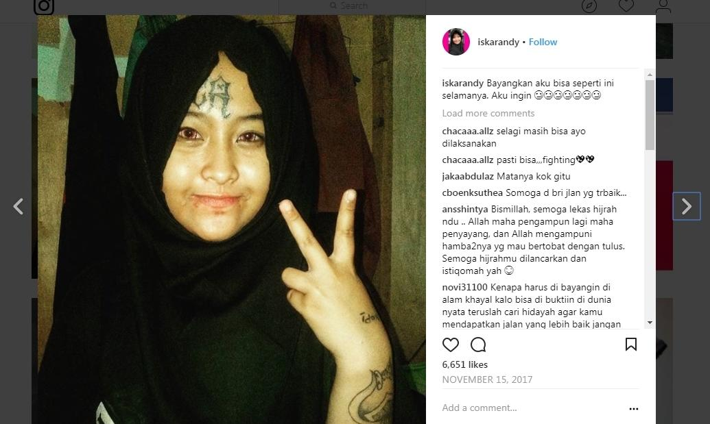 Tobatnya Cewek Punk Hijab Bertato Yang Lagi Viral Nih Gan!
