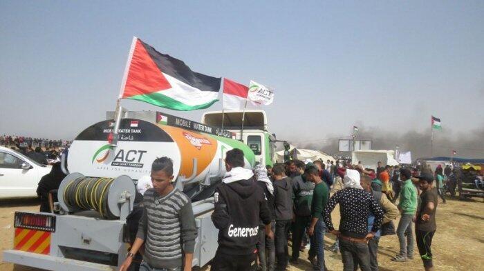 Dua Mobile Pembawa Air ACT Layani peserta Aksi Al-Awdah Kubro di Gaza