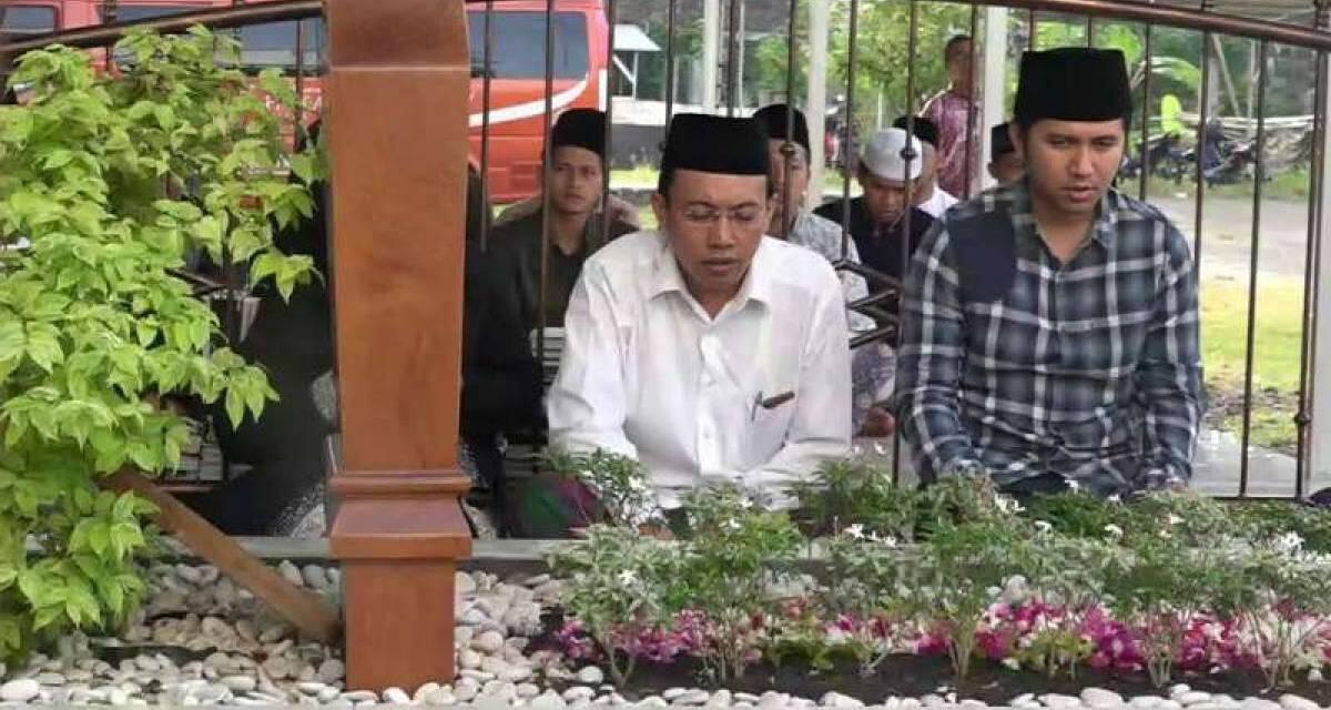 Emil Dardak Ziarah di Makam Pengikut Pangeran Diponegoro