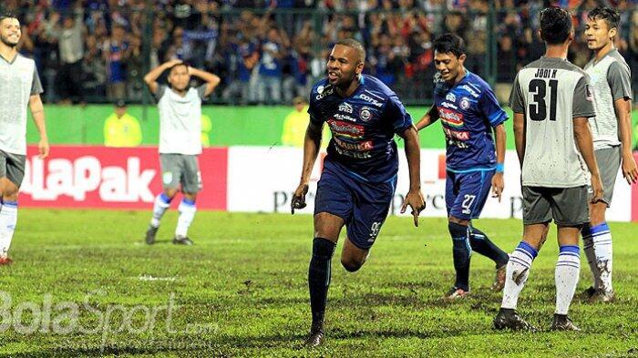 Gol Arema FC Dibalas Cepat Persib Bandung, Babak Pertama Skor Imbang 1-1