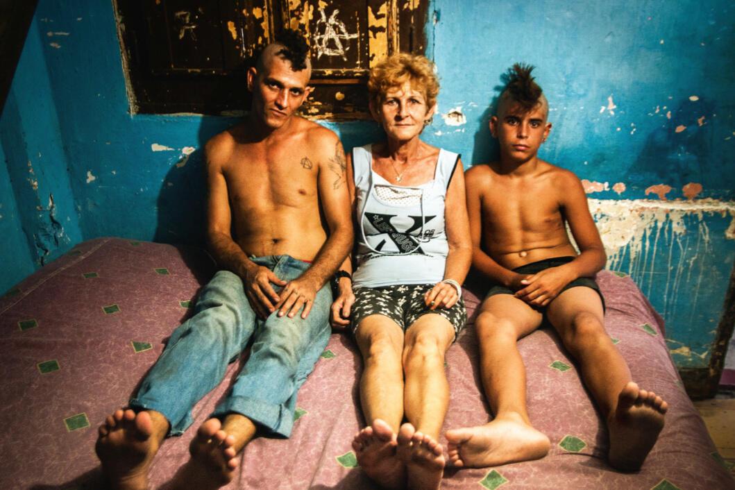 Ketika Sekelompok Punk Sengaja Menyuntikkan Virus HIV ke Tubuh Sendiri