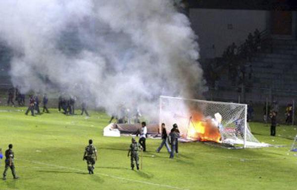 Alasan Sepak Bola Indonesia Gampang Rusuh