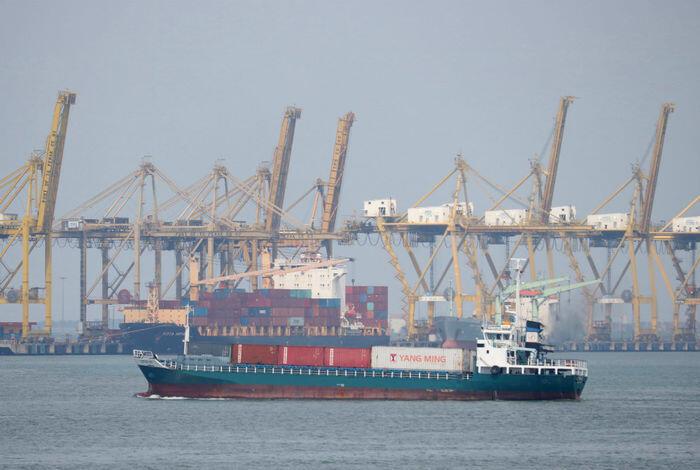 Neraca perdagangan baru surplus di bulan ketiga