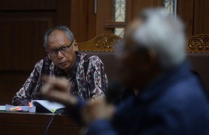 Direktur RS Medika ungkap kejanggalan perawatan Novanto