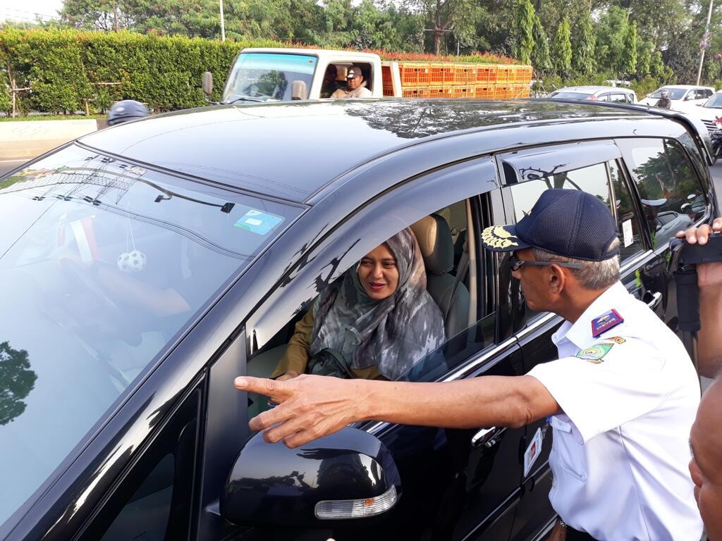 Puluhan Mobil Pelat Ganjil Putar Balik di GT Tangerang II