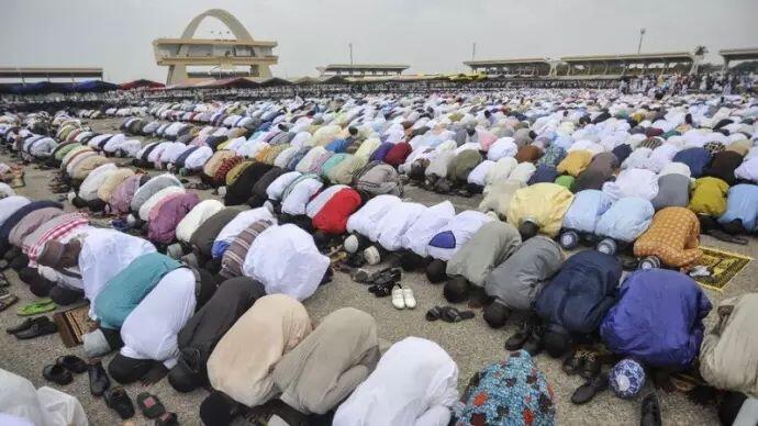 Tekan Kebisingan, Ghana Akan Minta Masjid dan Gereja Panggil Jemaat via WhatsApp