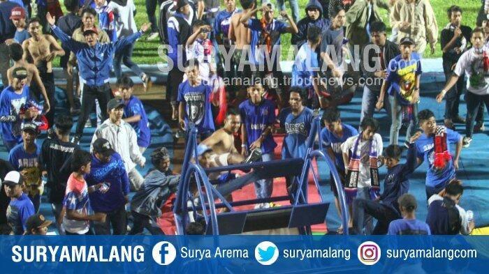 Parade Foto Kerusuhan di Stadion Kanjuruhan Saat Laga Arema Fc Vs Persib Bandung