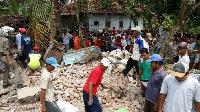 Tujuh Orang Tewas Tertimpa Bangunan Tua di Sanggar Kesenian Wayang Kulit Hidayat Jati