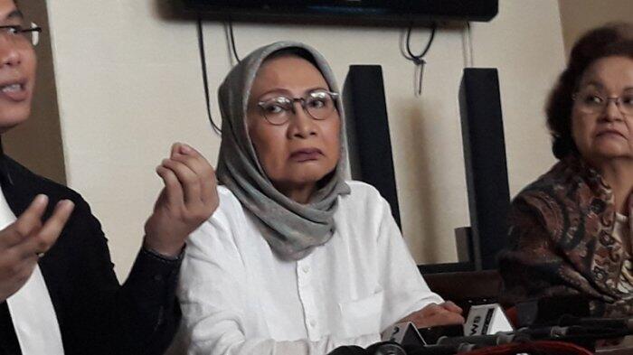 Jokowi Bagi-bagi Sembako, Kaus hingga Uang, Ratna Sarumpaet: Menyedihkan