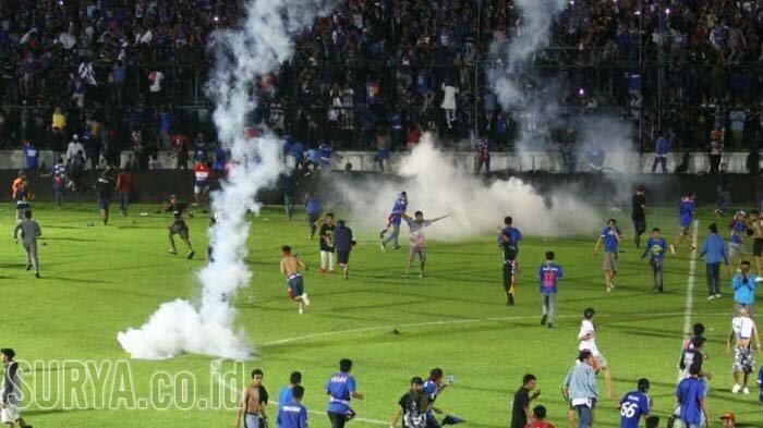Kronologi Kerusuhan di Laga Arema FC Vs Persib: Penonton Merangsek Seusai Kartu Merah