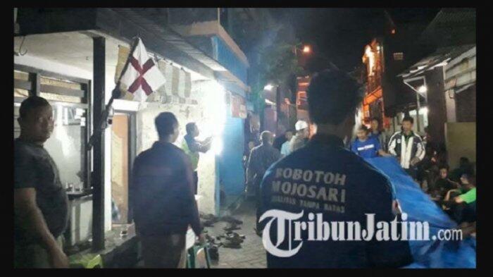 Bobotoh Melayat ke Rumah Bonek yang Meninggal: Bentuk Solidaritas Antar-Suporter