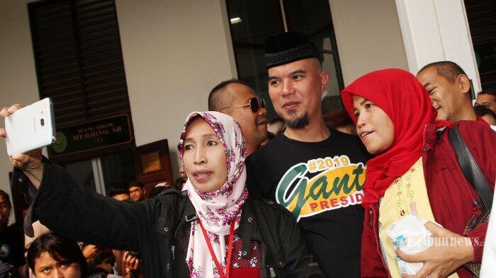 Ahmad Dhani Tiap Hari Pakai Kaus Bertuliskan #2019GantiPresiden