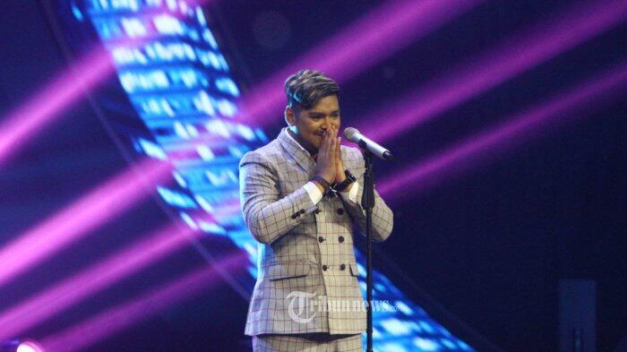 Nyanyi 'Fix You', Penampilan Abdul Menggetarkan Ari Lasso