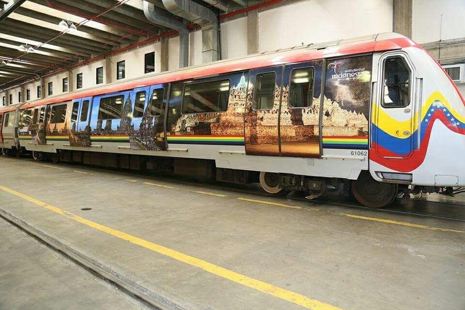 Promosi Unik Wonderful Indonesia di Kereta Metro Caracas