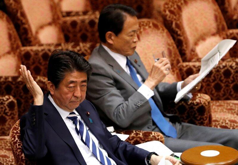 Dituduh Terlibat Skandal, Shinzo Abe Dituntut Mundur