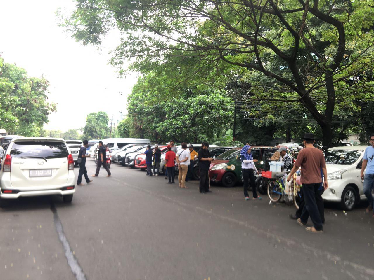 Ratusan Driver Taksi dan Ojek Online Geruduk Kantor Grab dan Gojek