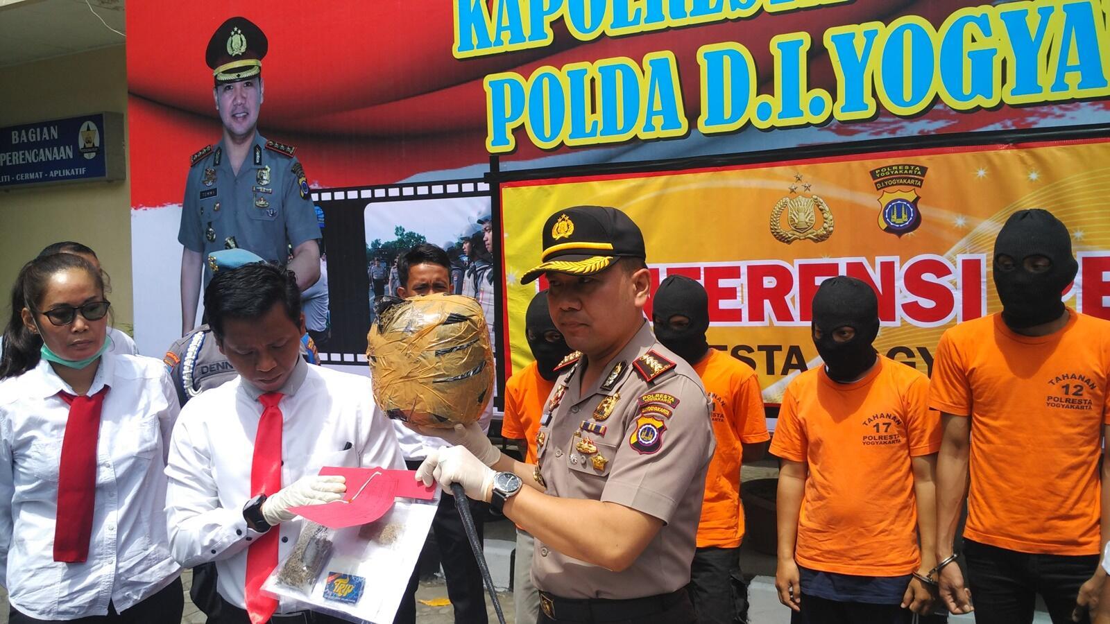 Polisi Tangkap Seorang Pengedar 2 kg Ganja di Yogyakarta