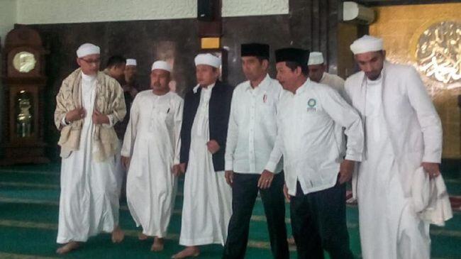 Usai Bertemu Jokowi, Internal Alumni 212 Ribut dan Terancam Bubar