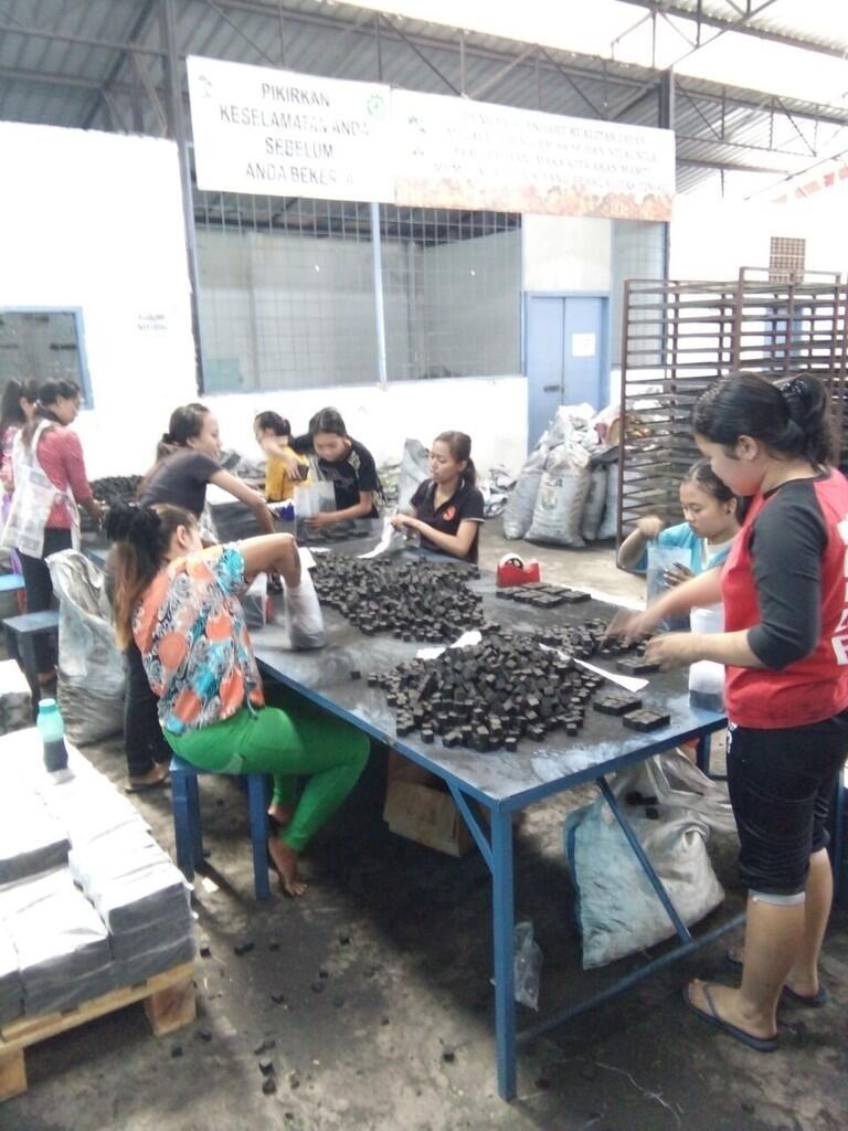 Pabrik Arang Briket Kelapa Siap Export Worldwide | KASKUS