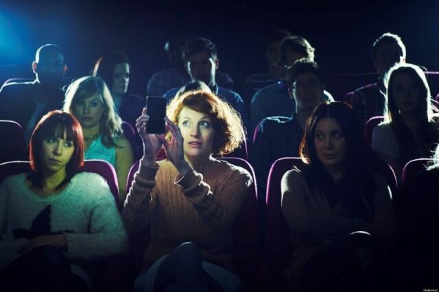 Bikin Instagram Stories di Dalam Bioskop Boleh Gak Sih?