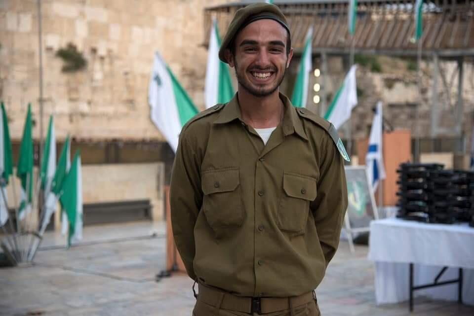 Memegang Al Quran Saat Bersumpah Bergabung Dengan IDF Israel