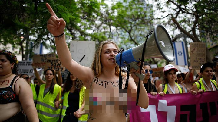Wanita Israel Gelar Aksi Topless Tandingan deklarasi capres ???