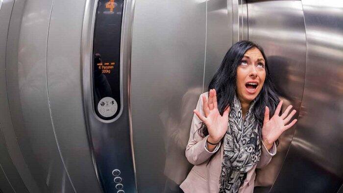 Hal yang Mesti Dilakukan Saat Terjebak di Dalam Lift