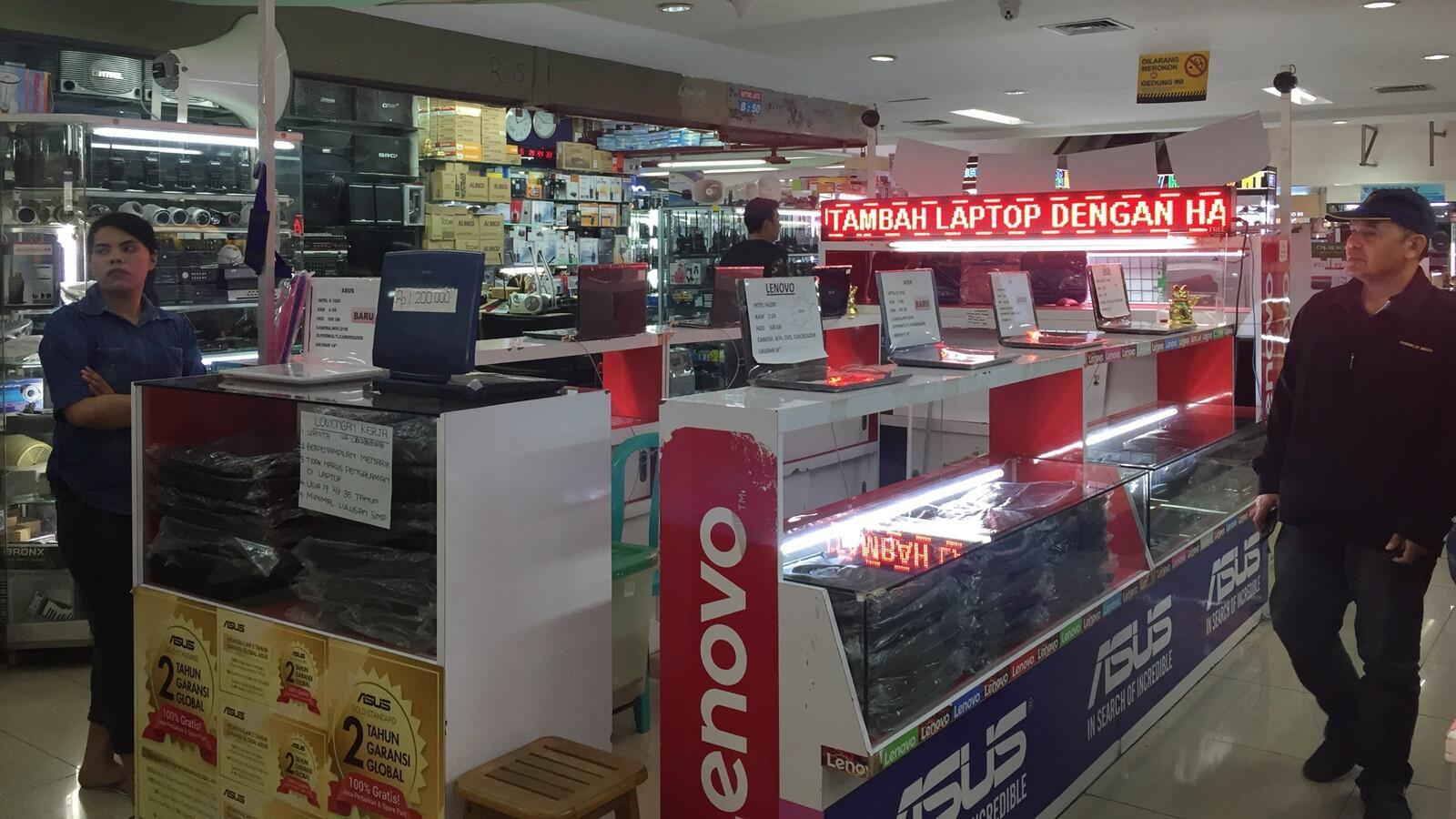 Cerita Pedagang Laptop Menghadapi Gempuran Toko Online