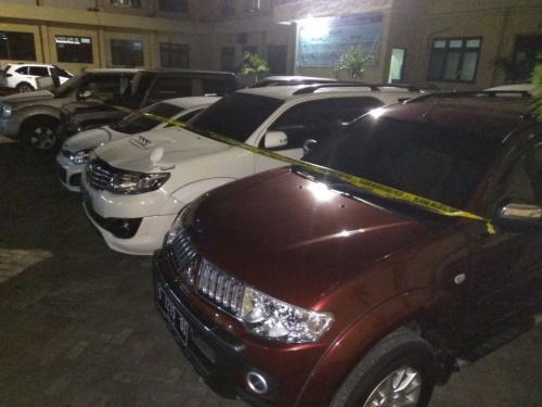KPK Sita 16 Mobil dari Showroom Terkait Kasus Korupsi Bupati Mojokerto