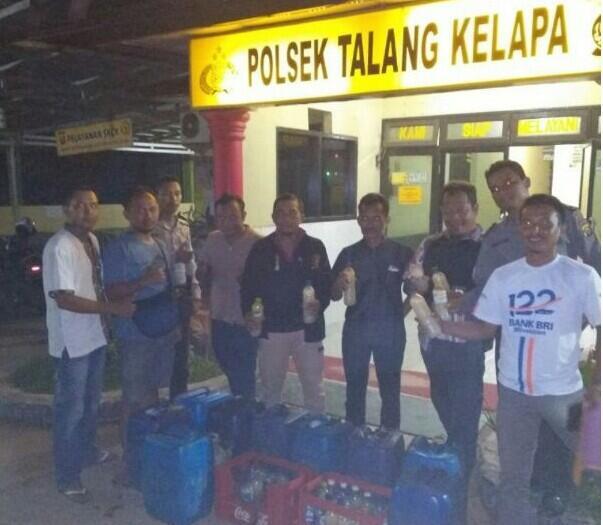 Puluhan Liter Miras di Sita Polisi Sektor Talang Kelapa dalam Giat Cipkon