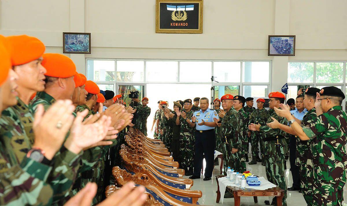 Jaga Loyalitas, Pesan Menhan Ryamizard untuk Korps Paskhas TNI AU