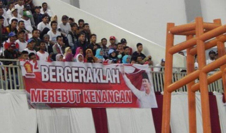 Beredar Foto Spanduk Prabowo yang Salah Cetak