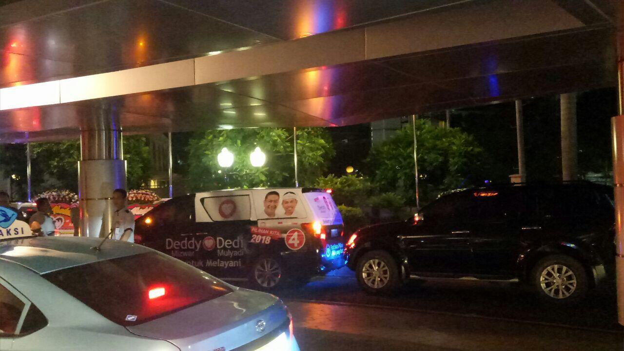 Deddy Mizwar Hadir di Resepsi Cucu Soeharto dengan Mobil Kampanye