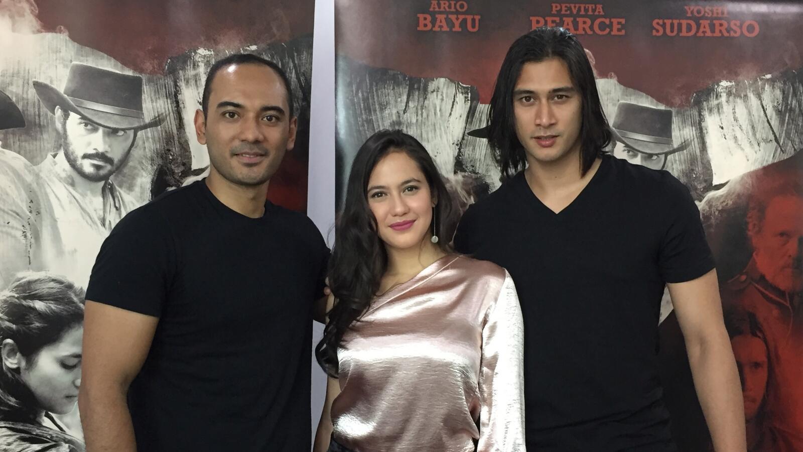 Kesan 'Magical' bagi Ario Bayu dan Pevita saat Syuting 'Buffalo Boys'