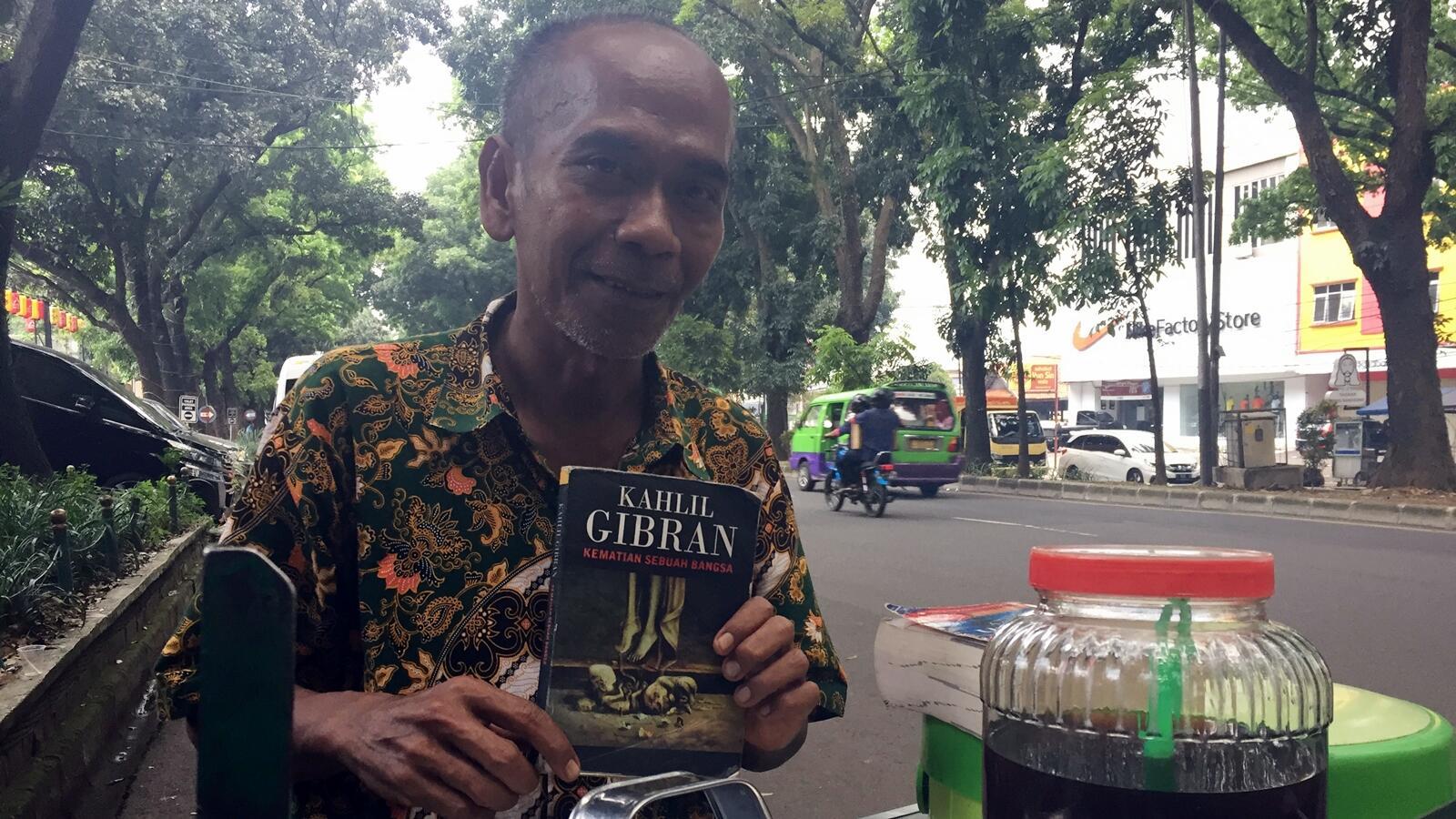 Mr. Nanang, Kahlil Gibran, dan Impian tentang Dunia Sastra