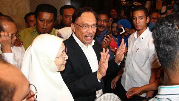 Jelang Pemilu, Anwar Ibrahim Minta Warga Malaysia Pilih Mahathir